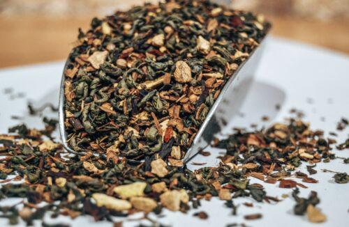 thé-du-bonheur-thé-vert-parfumé-bio-cannelle-hibiscus-gingembre-lartisanes-saint-quentin